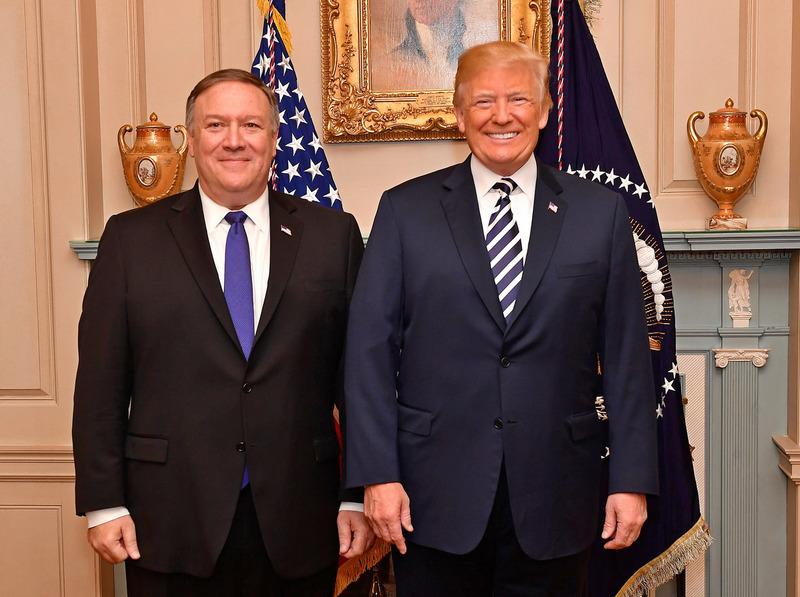 Президент США Дональд Трамп и госсекретарь Майкл Помпеою.