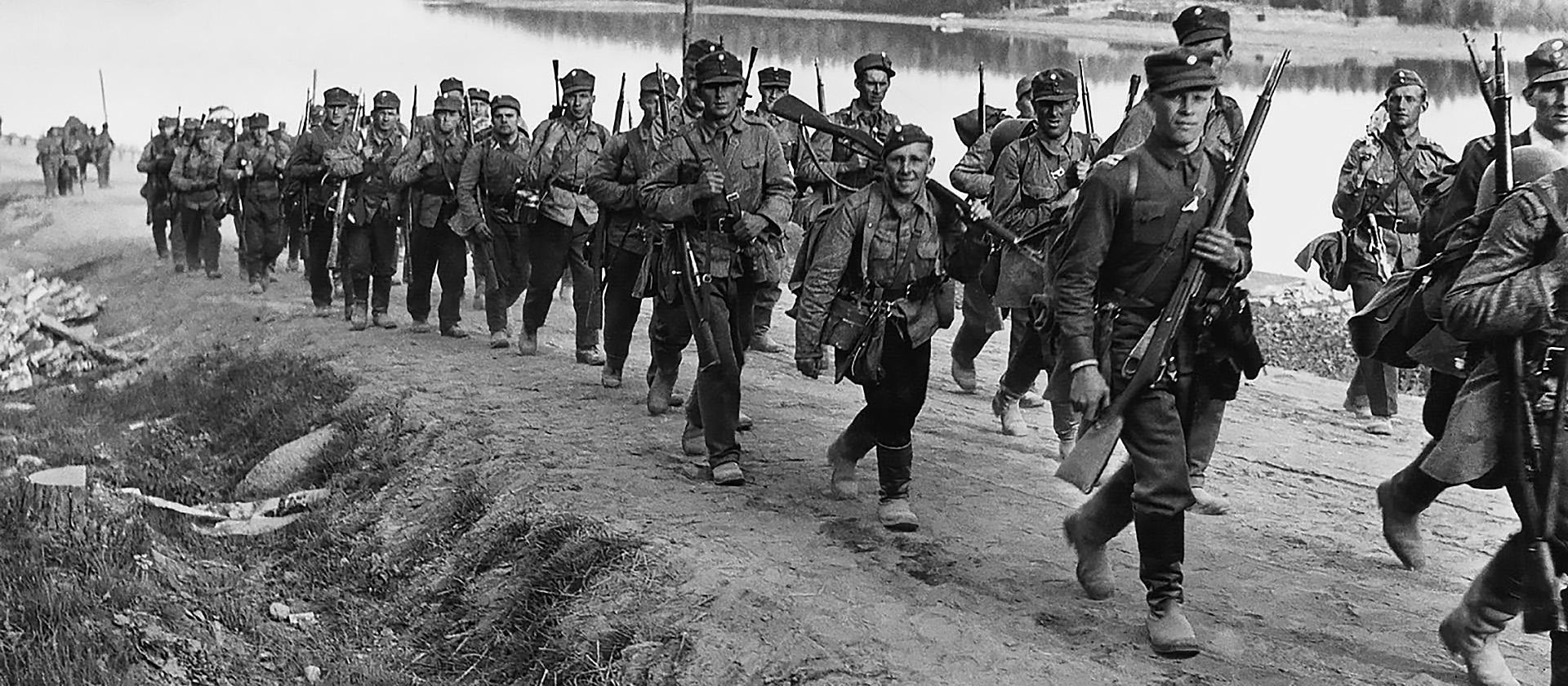 1941-1945: Сателлиты