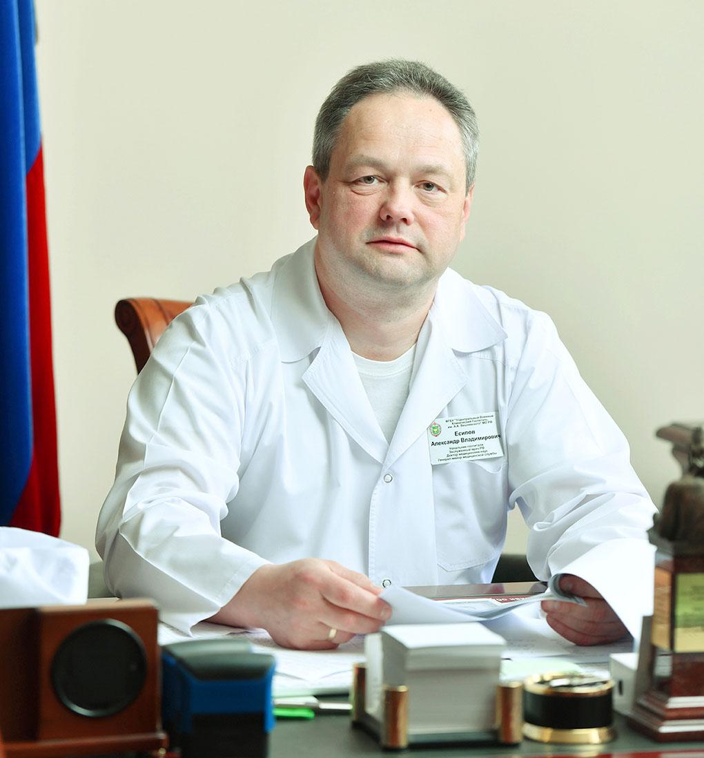 Начальник госпиталя генерал-майор медицинской службы Александр Есипов.