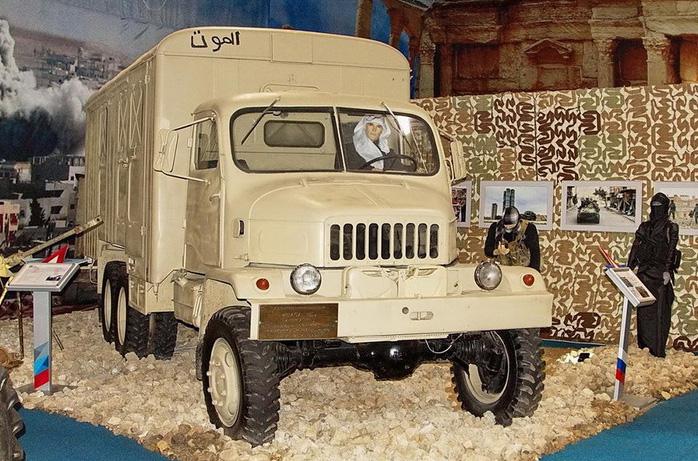 Фургон, принадлежащий боевикам, теперь экспонат выставки трофейного вооружения в парке «Патриот».