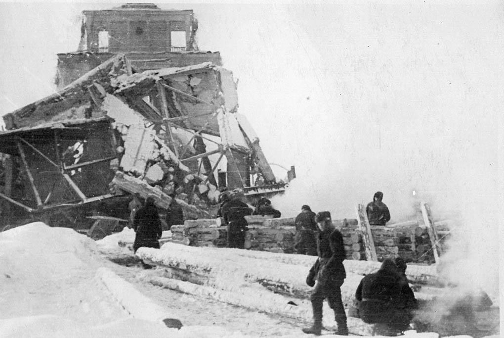Взорванный шлюз №3 на канале Москва - Волга. 1941 г.