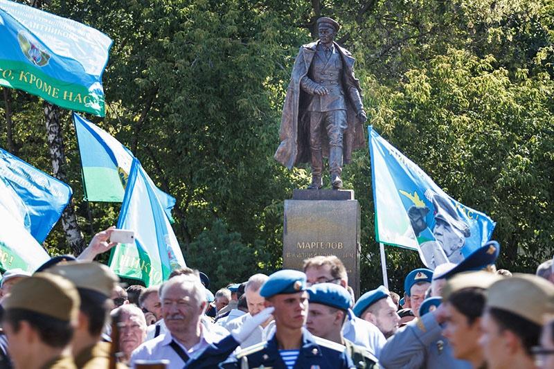 Памятник «дяде Васе» в Москве.