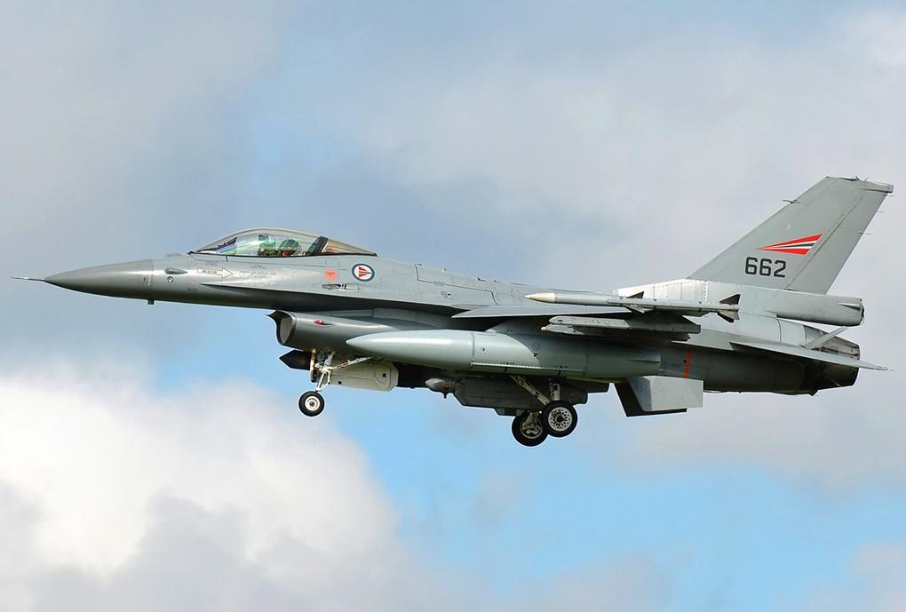 Самолет F-16 норвежских ВВС.