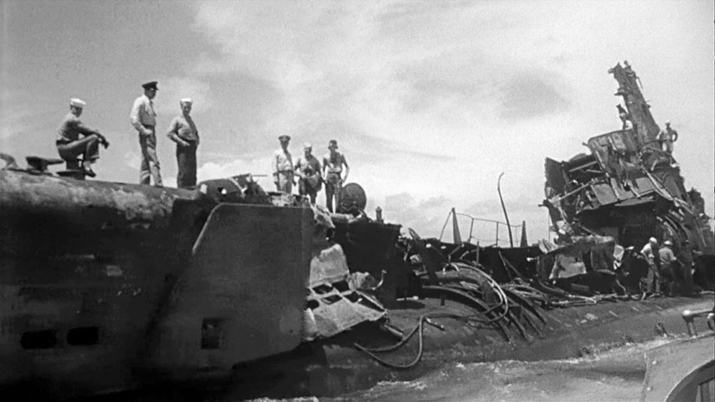 Корабль после атомной бомбардировки.