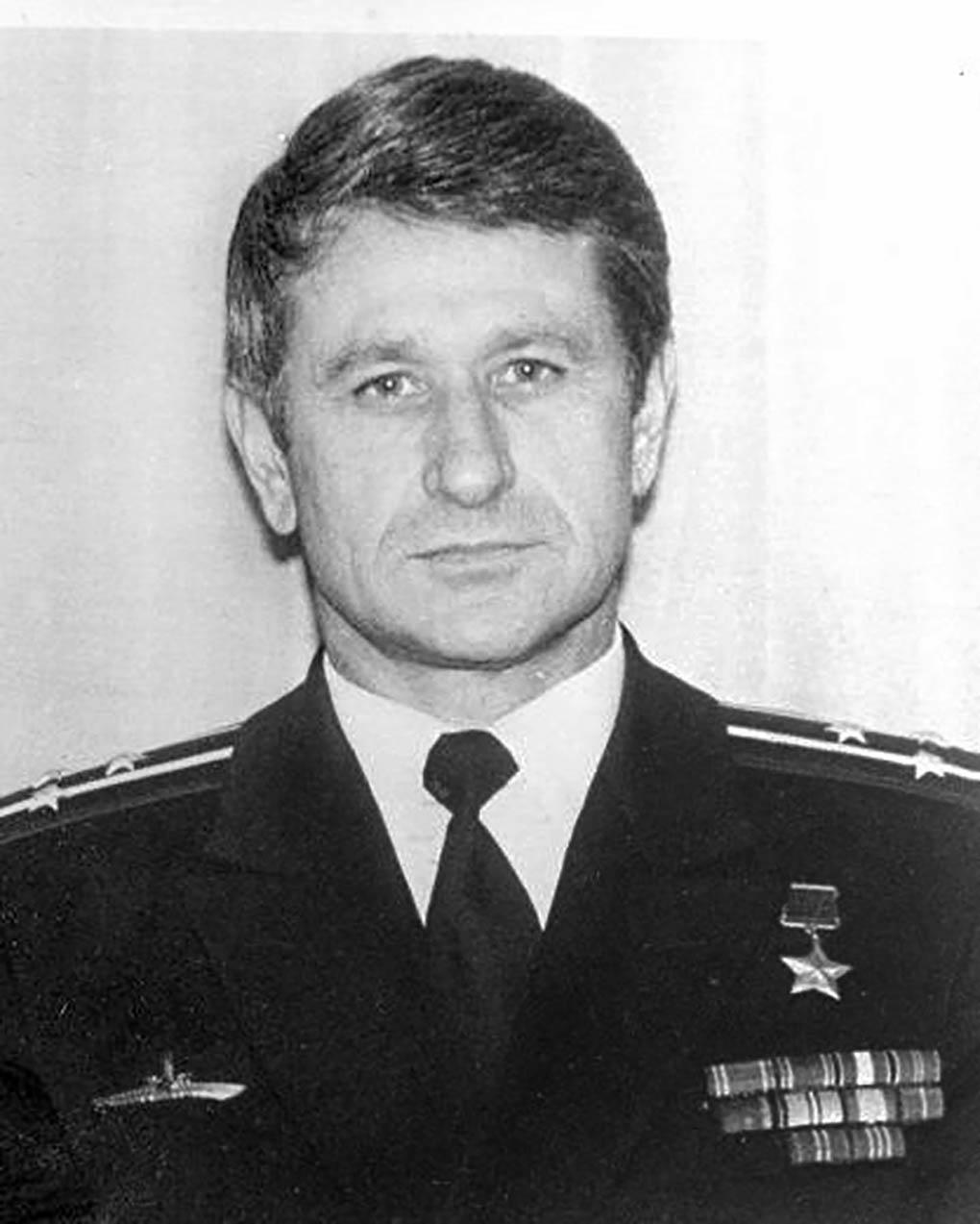КУЛАКОВ Валерий Павлович.