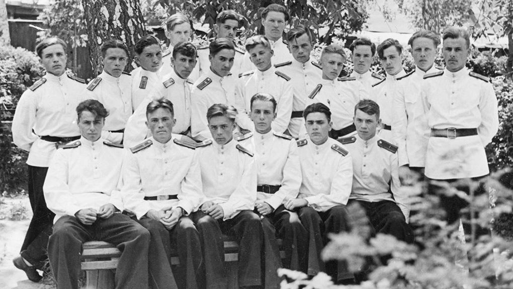 1945 г. спецшкола ВВС. Второй ряд крайний слева Клягин А.С.