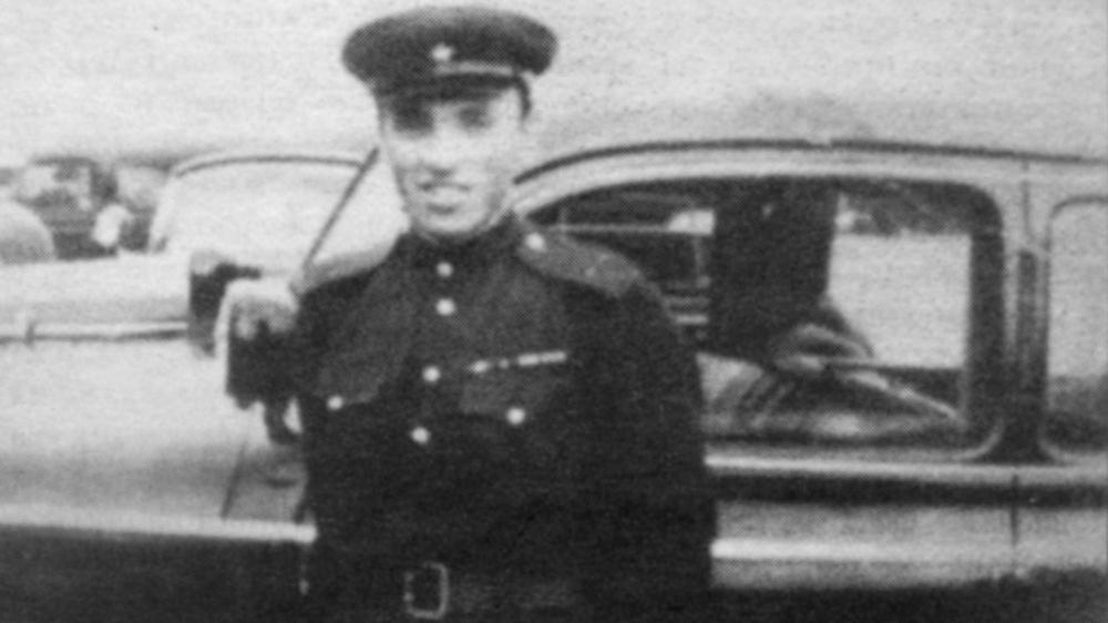 Лейтенант Бучин у одной из разъездных машин маршала Жукова, 1944 г.