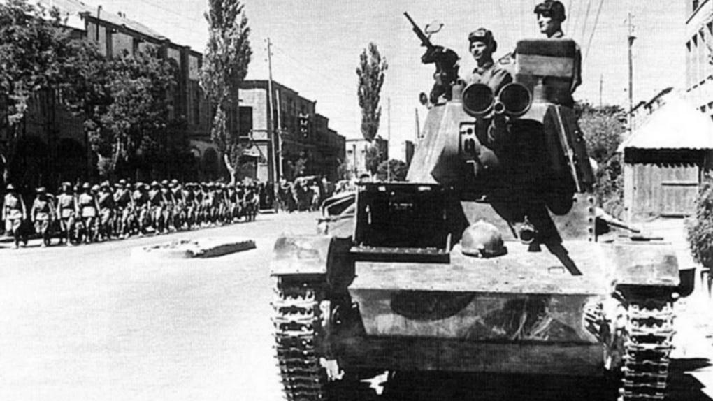 Cоветские танки на улицах Тебриза Август 1941 г.
