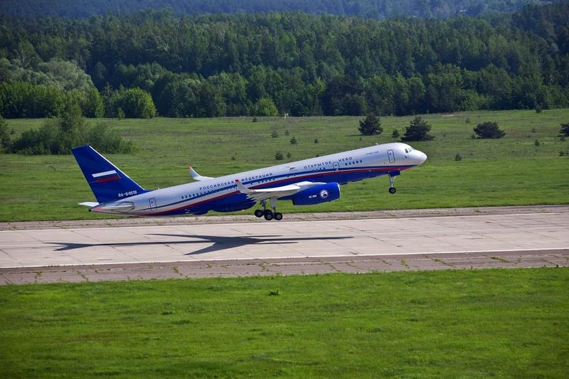 Российским авиаторам недавно поступили Ту-214ОН.