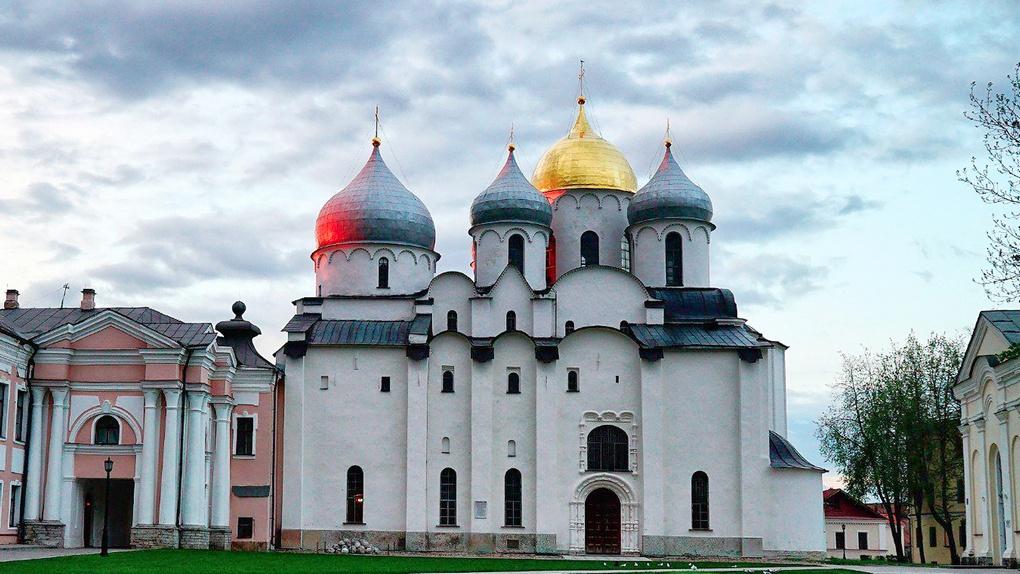 Храм св. Софии в Великом Новгороде. Возле него Александр собирал дружину для похода к Неве.