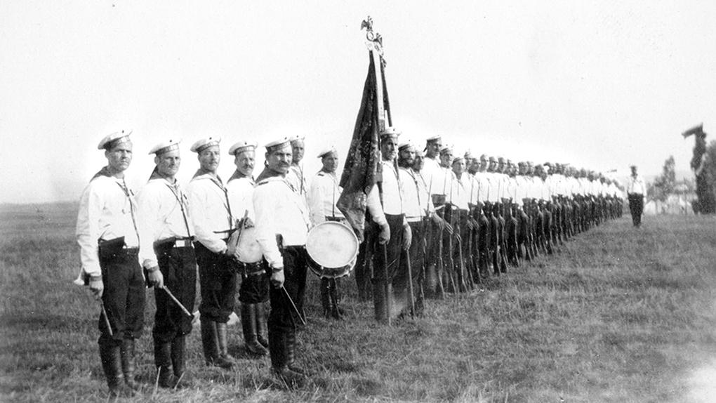 Торжественное построение роты Ея Величества Гвардейского Экипажа. Бородино. 26 августа 1912.