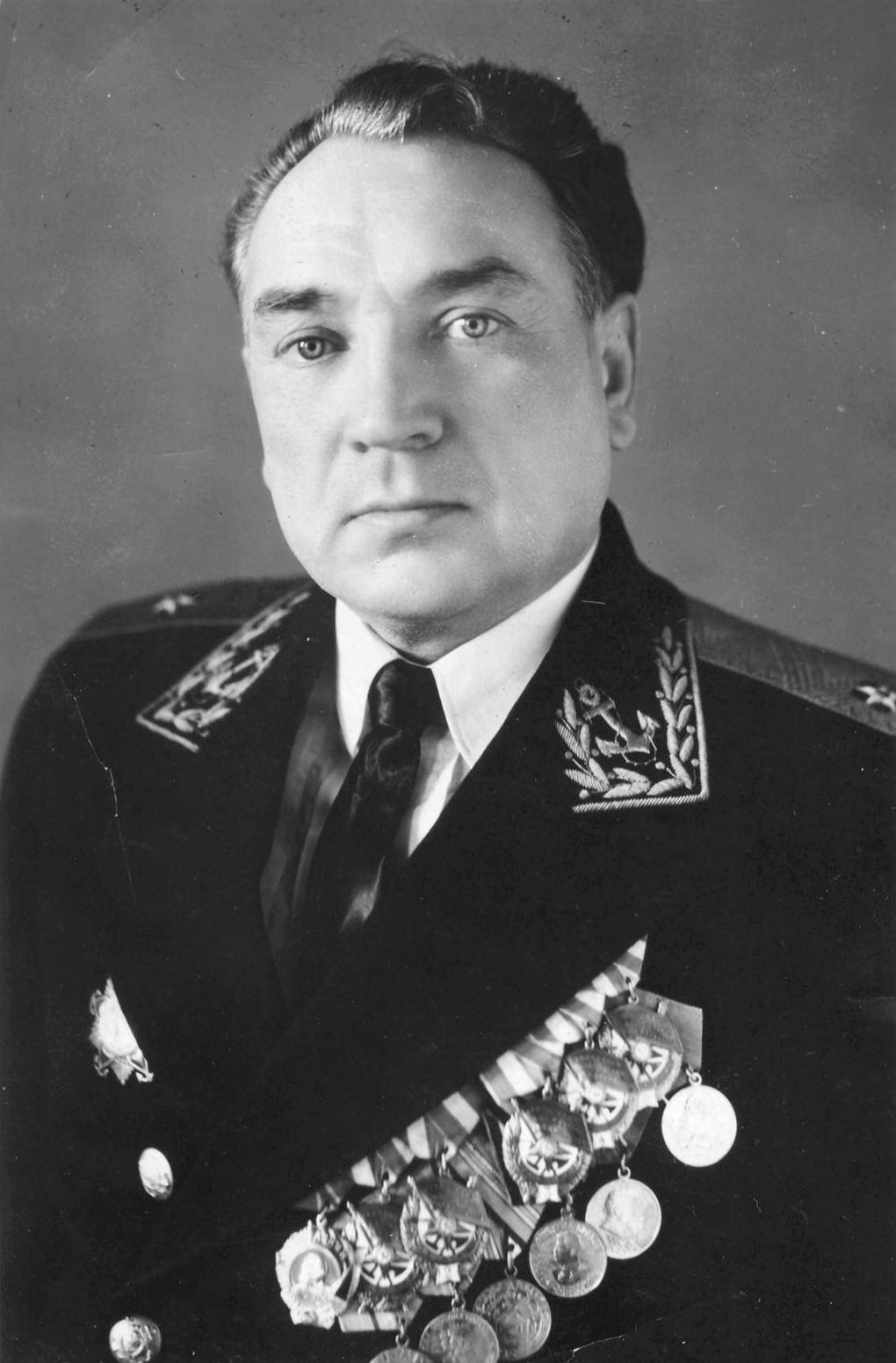 Виктор Александрович Пархоменко. На момент гибели «Новороссийска» - вице-адмирал, командующий Черноморским флотом.