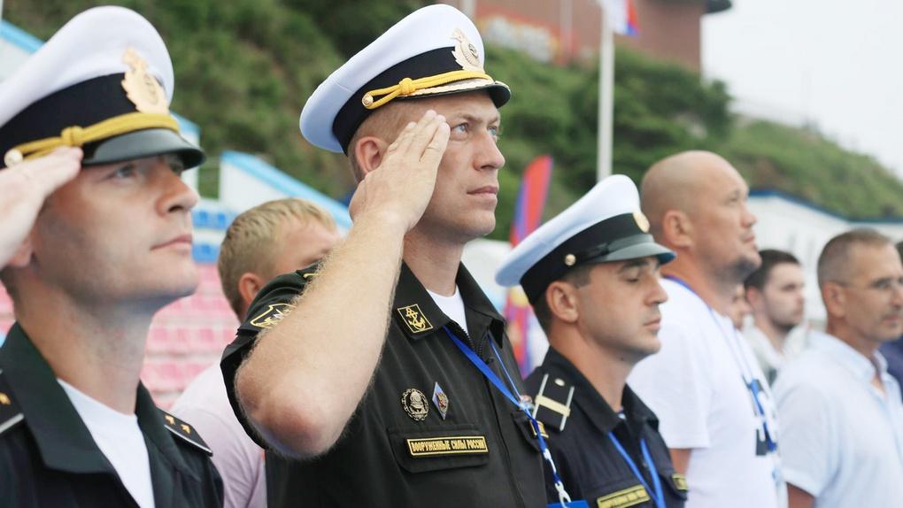Команда-расчёт Тихоокеанского высшего военно-морского училища С.О. Макарова.