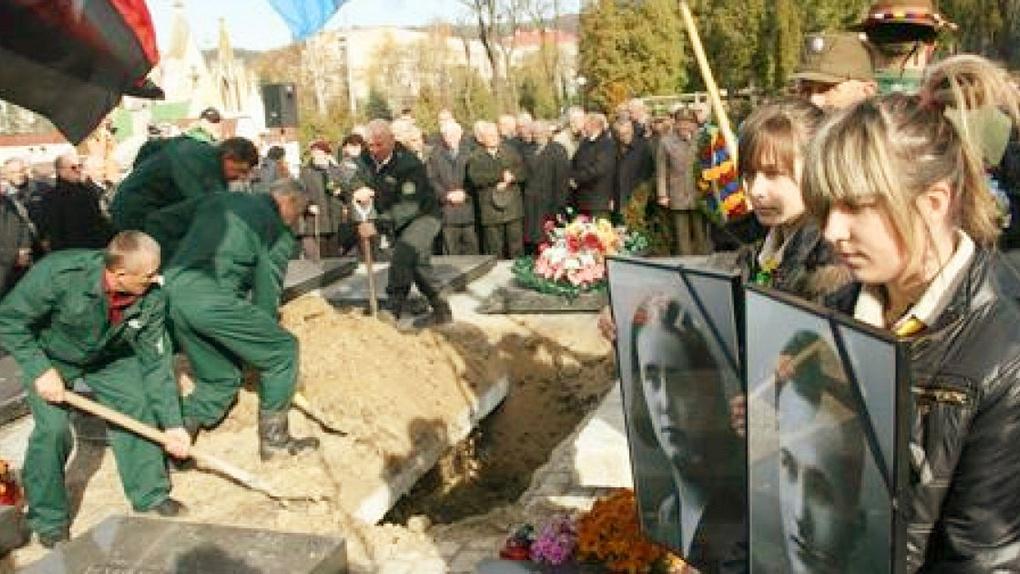 Перезахоронение Ребетов во Львове.