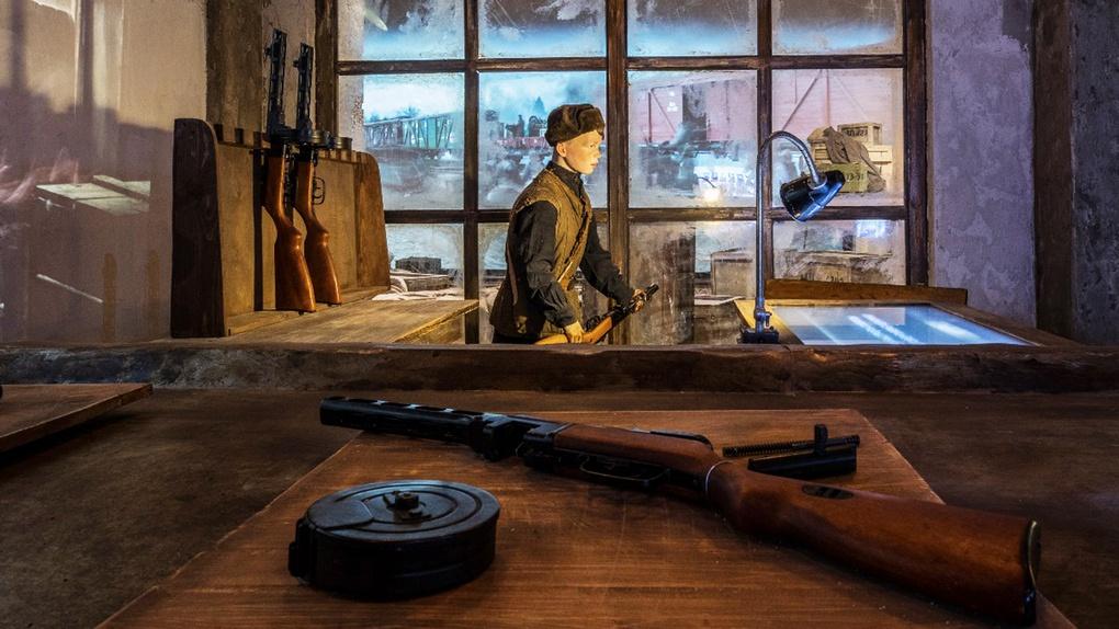 Фрагмент экспозиции Подвиг Народа - оружейный завод по выпуску ППШ-1.