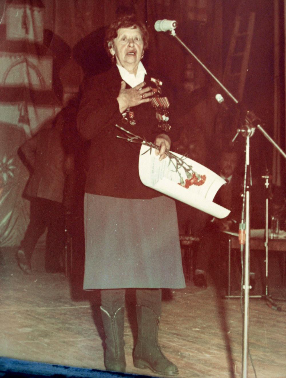 Н. Якимович во время церемонии награждения.