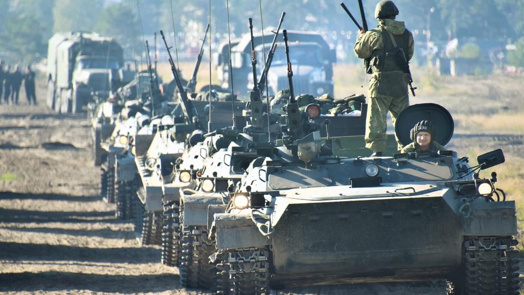 Боевые машины на марше.