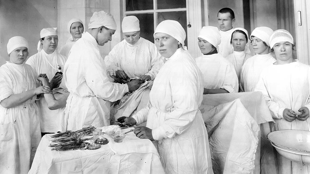 Операция в эвакогоспитале.
