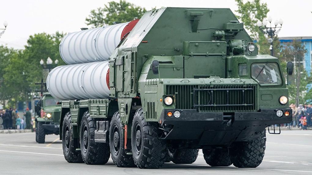 Пусковая установка зенитно-ракетного комплекса С-300 «Фаворит».