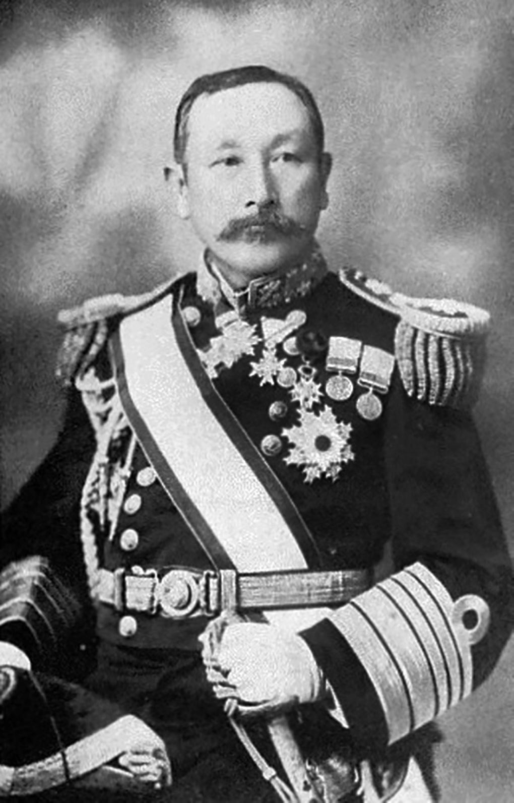 Контр-адмирал С.Уриу.
