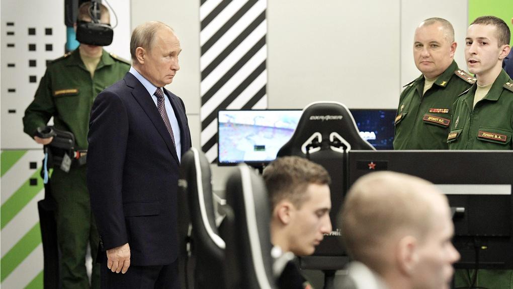 Владимир Путин посетил Военный инновационный технополис «Эра».