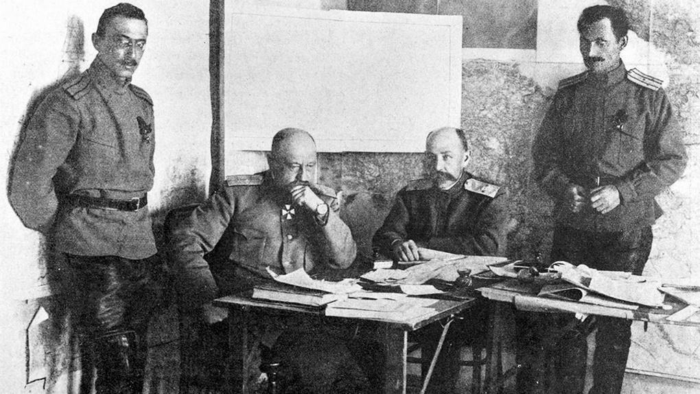 Н.Н.Юденич при планировании операции.