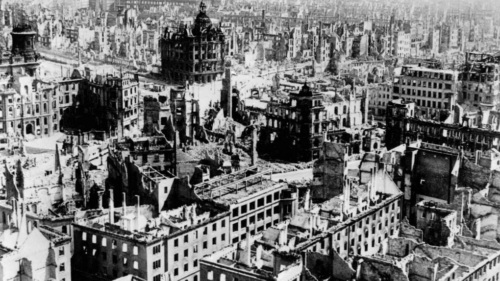 Дрезден после бомбардировки 13 - 15 февраля 1945 г.