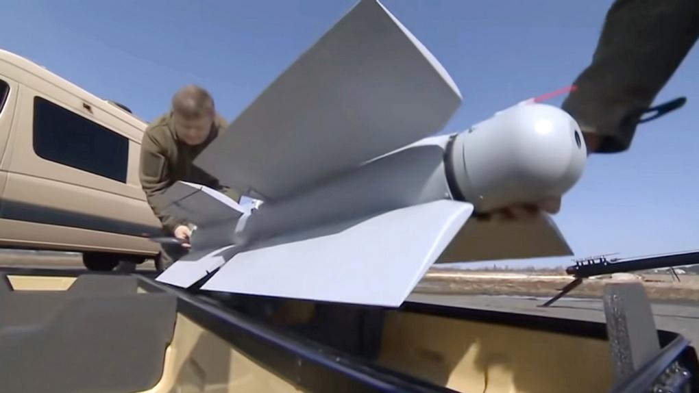 «Ланцет-3» со сложенными плоскостями крыльев перед укладкой в транспортный контейнер.