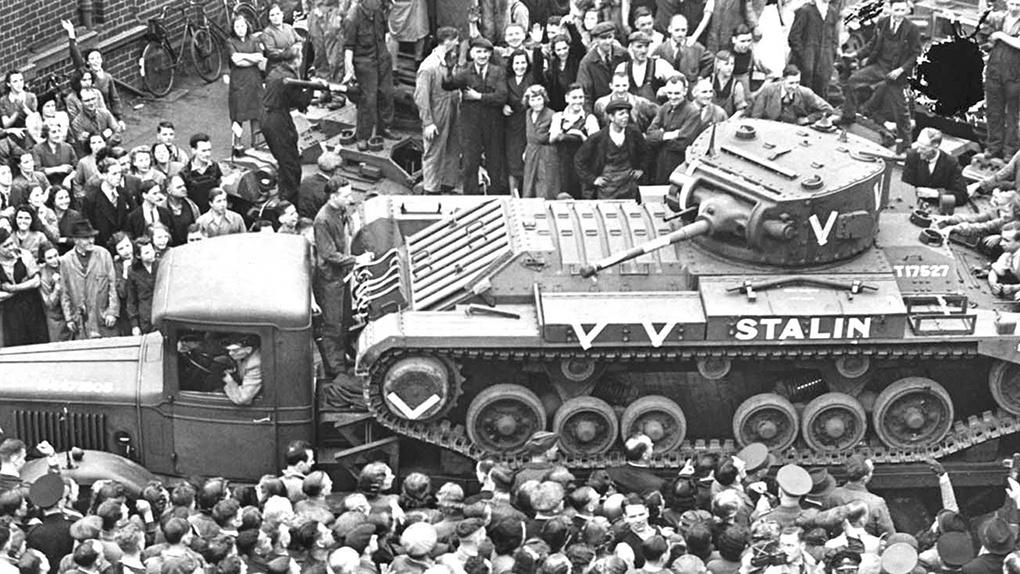 3332 английских лёгких танков «Валлентайн» было получено по ленд-лизу.
