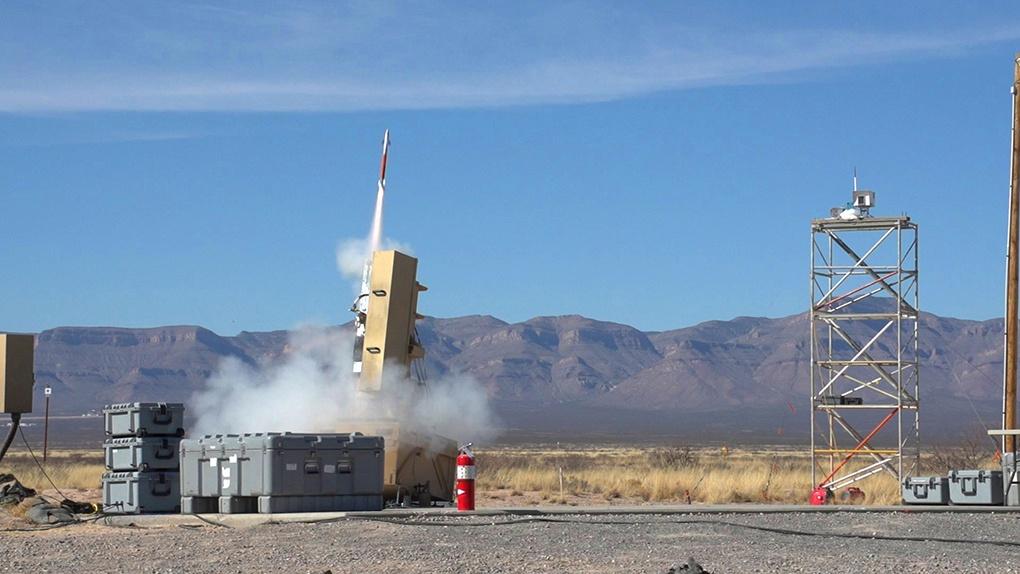 Испытания миниатюрной ракеты Lockheed Martin Hit-to-Kill на ракетном полигоне Уайт-Сэндс.