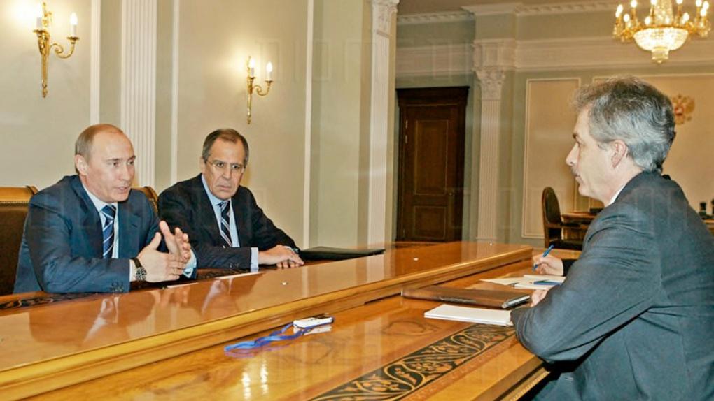 Беседа с послом США в России Уильямом Бёрнсом. Справа от Президента Министр иностранных дел Сергей Лавров.
