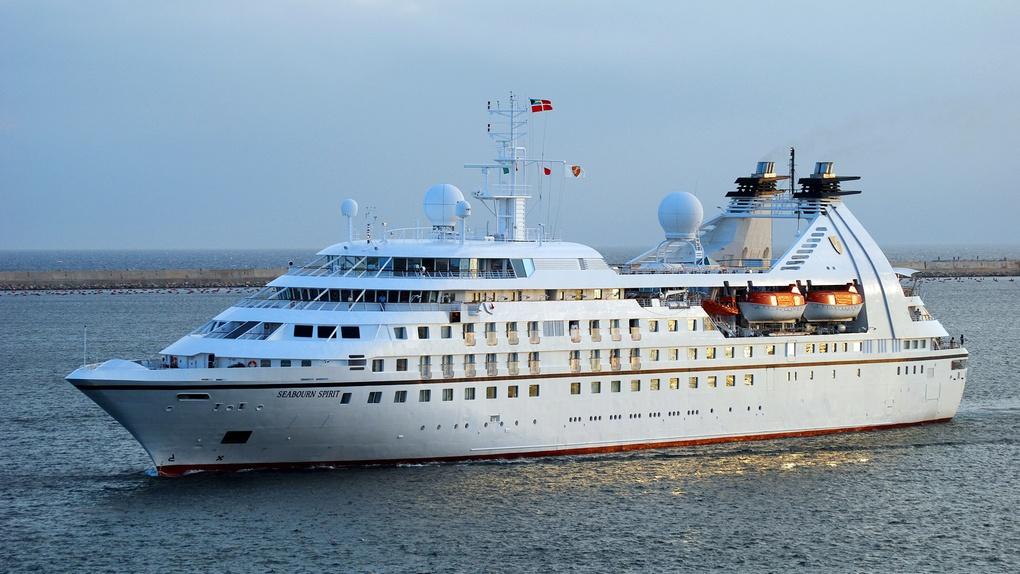Круизный лайнер Seabourn Spirit.