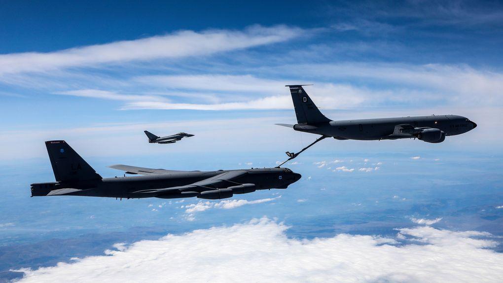 B-52 Stratofortress завершил дозаправку в воздухе с Boeing KC-135 Stratotanker 31 мая 2021 г.