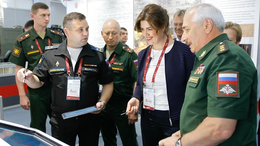 На стенде Правового департамента Минобороны России продемонстрирована информационно-справочная система «Армюрист».