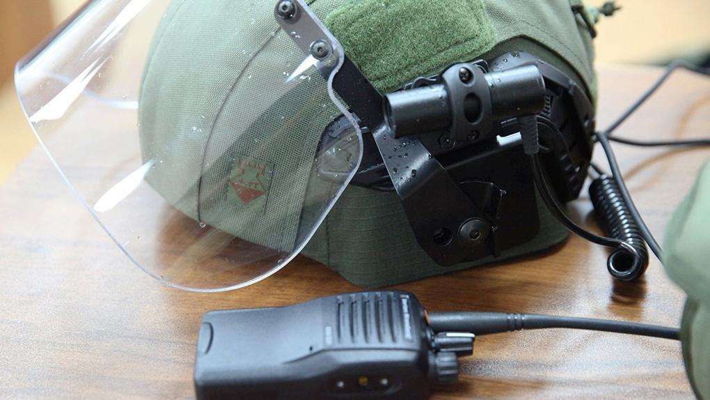 Защитный шлем ЛШЗ-2ДТМ и система связи.