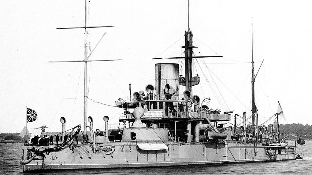 Первый русский эскадренный броненосец «Пётр Великий».