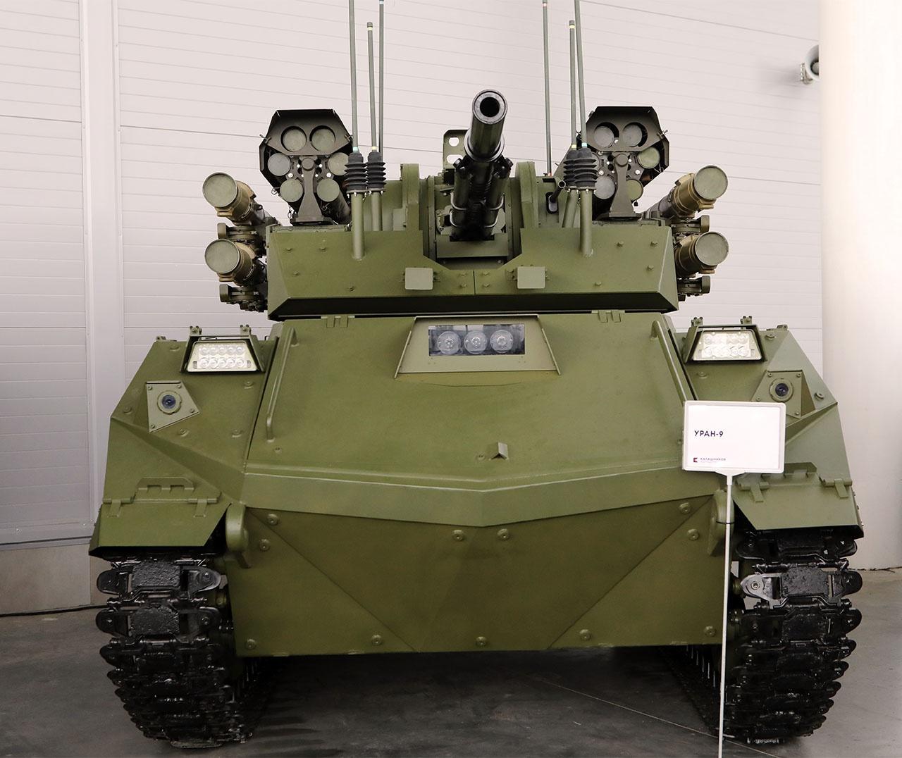 Боевой робот «Уран-9»,вооружённый 30-мм пушкой, 7,62-мм пулемётом, несколькими ПТРК «Атака» и огнемётами «Шмель-М», был испытан в ходе боевых действий в Сирии.
