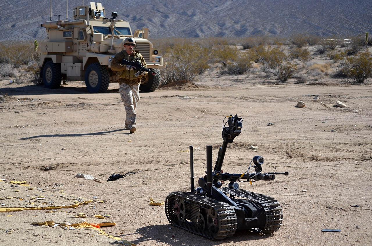 Весьма широко используется робот «Талон» массой до 70 кг, который, кроме разведывательного оборудования, может нести пулемёт и автоматический гранатомёт.