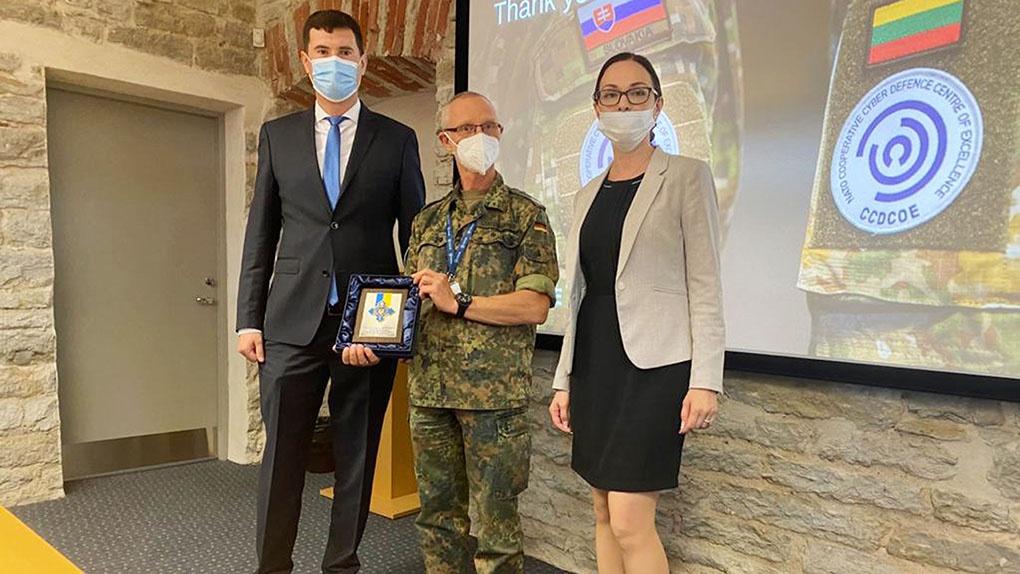 Делегация Национального координационного центра кибербезопасности во время встречи с представителями Объединенного центра передовых технологий по киберобороне НАТО (CCDCOE) в Таллине.