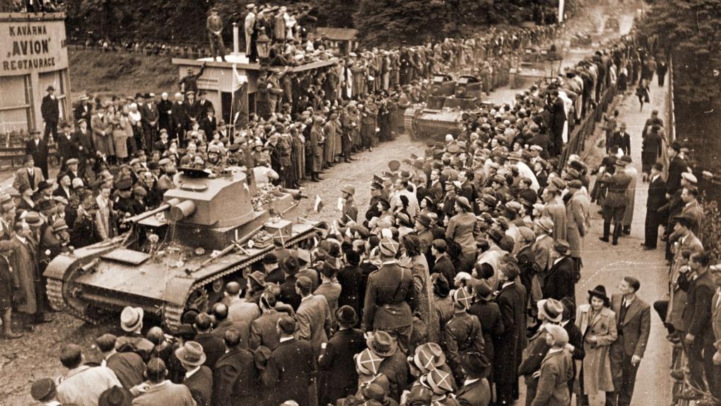 Польские танки в Тешинской области. Октябрь 1938 года.