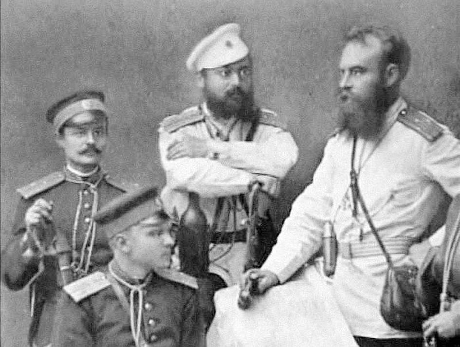 Генерал М.Д.Скобелев с офицерами.