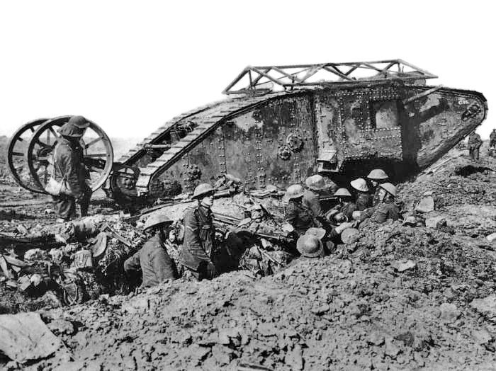 Британский танк Mark I во время битвы при Сомме