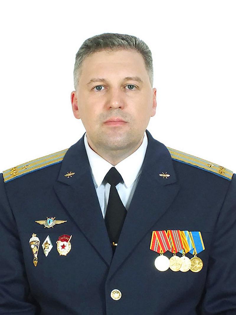 Командир истребительного авиационного полка гвардии полковник Евгений Аверьянов.