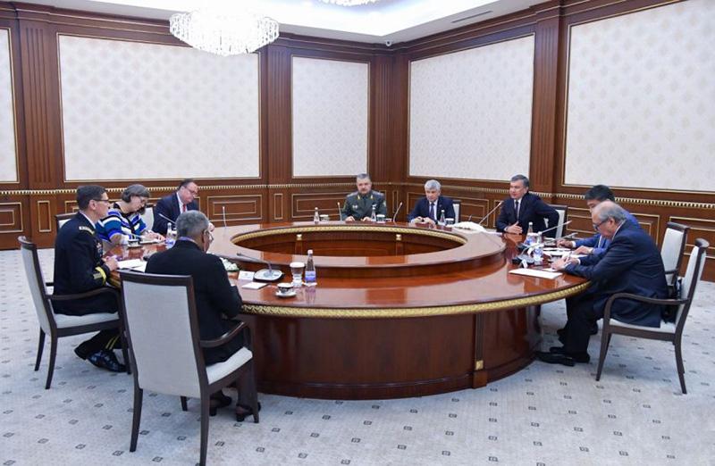 Встреча президента Узбекистана Шавката Мирзиеева с командующим Центральным командованием Вооруженных сил США генералом Джозефом Вотелом.