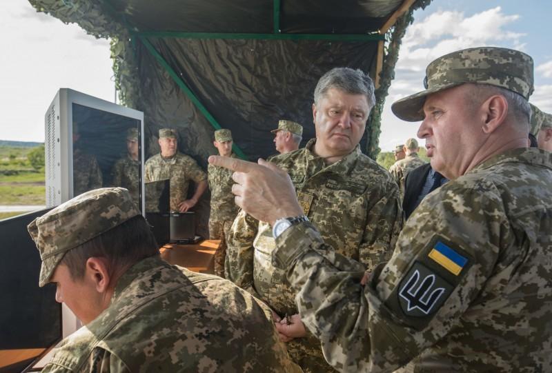 Петр Порошенко на испытаниях ПТРК Javelin.
