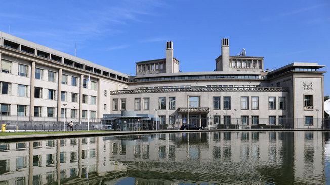 Шоу в Гааге: 25 лет потворства беззаконию