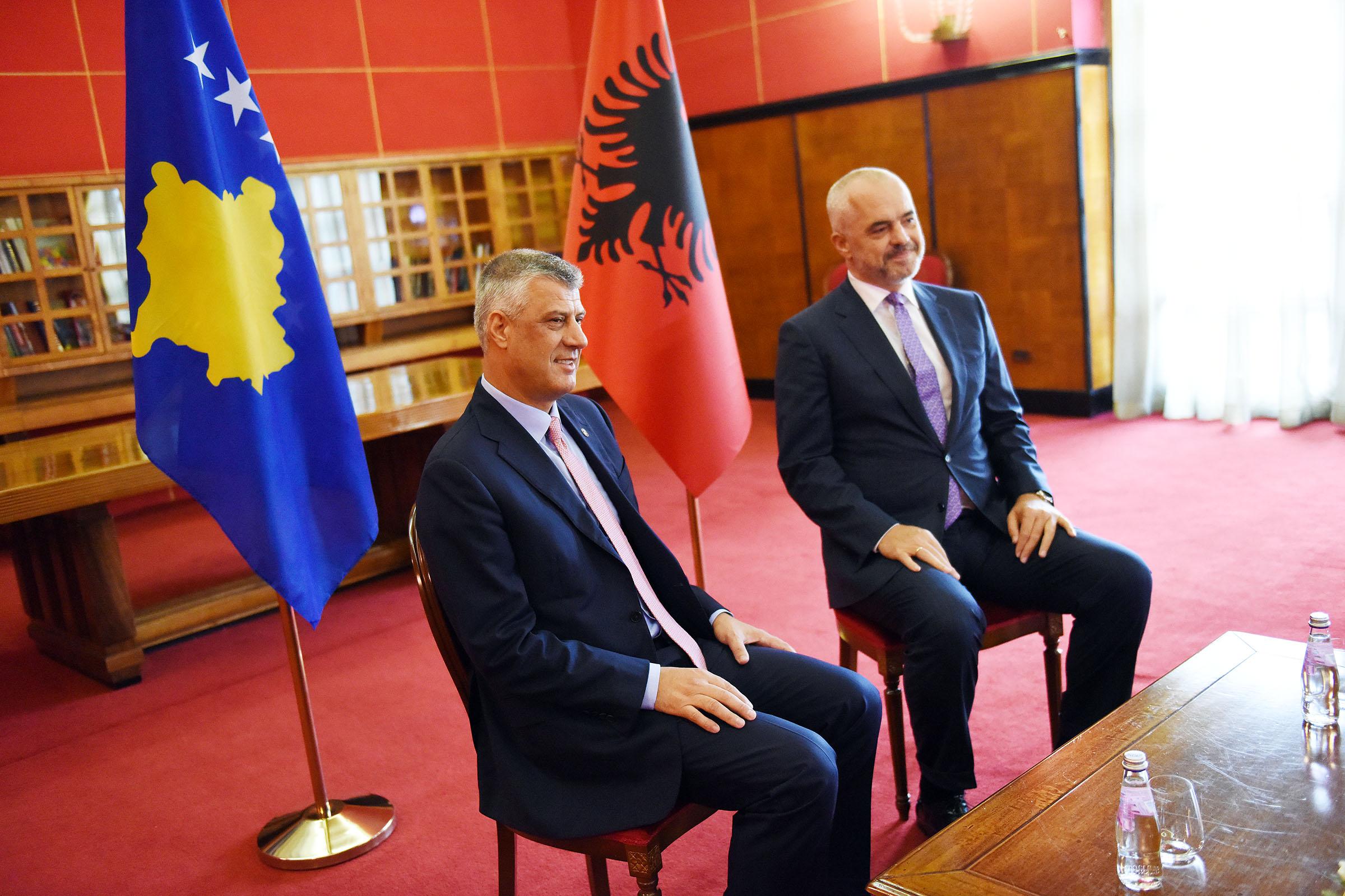 Президент косоваров Хашим Тачи и премьер-министр Албании Эди Рама.