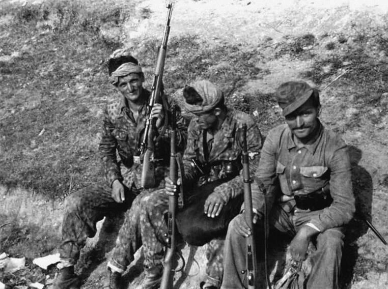 Солдаты 21-й горной ваффен-дивизии СС «Скандербег».