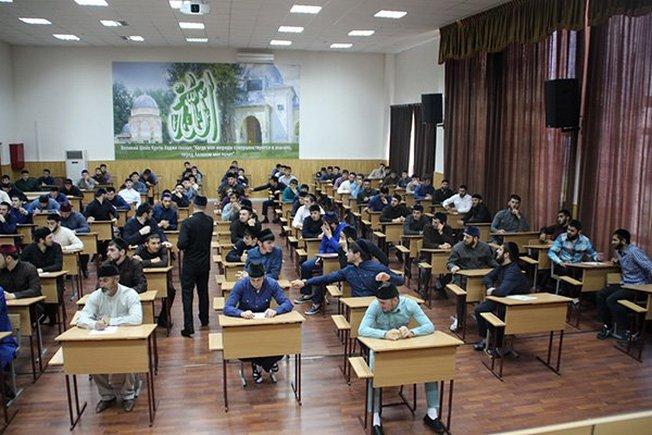 На занятиях в Российском Исламском университете им.Кунта-хаджи.