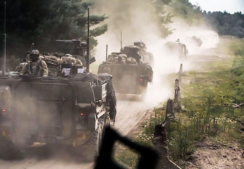 Колонна войск НАТО на дорогах Литвы.